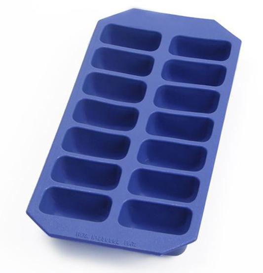 Форма для льда. Приготовление йогуртно-яблочных лакомств с витаминами